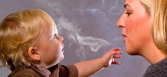 Курение при грудном вскармливании: возможные последствия для малыша и матери