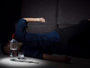Алкогольная кома: неотложная помощь и методы лечения, основные симптомы, советы врачей