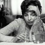 Признаки алкоголизма у женщин — Симптомы и методы лечения алкогольной зависимости, полезные препараты и рецепты