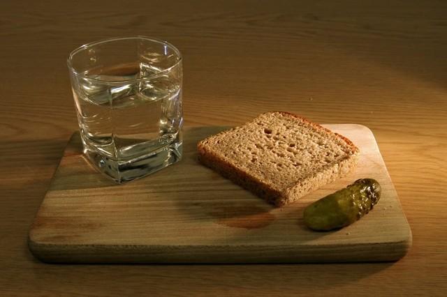 Чем лучше закусывать водку — ТОП 5 закусок чтобы не было похмелья с утра, советы доктора