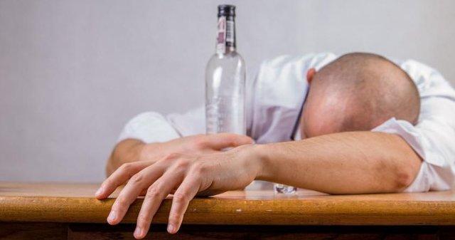 Алкоголизм — Эффективные методы заставить человека бросить пить, советы врача
