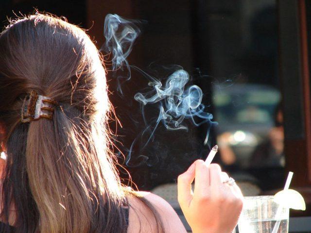 Пассивное курение: основные опасности для человека и вреднее ли активного?