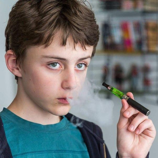Со скольки лет можно курить (парить) вейп: законы и возможные последствия для организма