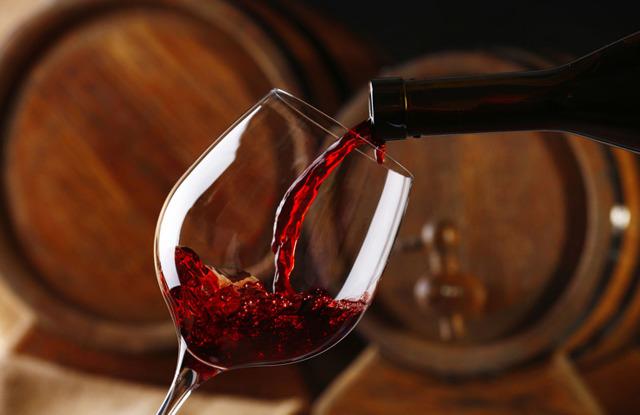 Что можно выпить при месячных и влияние алкоголя на женский организм