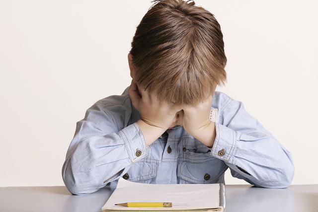 Дрожат руки. Причины у молодых девушек, парней подростков. Что делать, если трясутся, лечение тремора