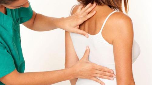 Как убрать холку на шее сзади у женщин. Упражнения, избавиться от вдовьего горба в домашних условиях. Видео от Бубновского, Анны Куркуриной