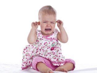 Что делать когда при глотании отдает в уши